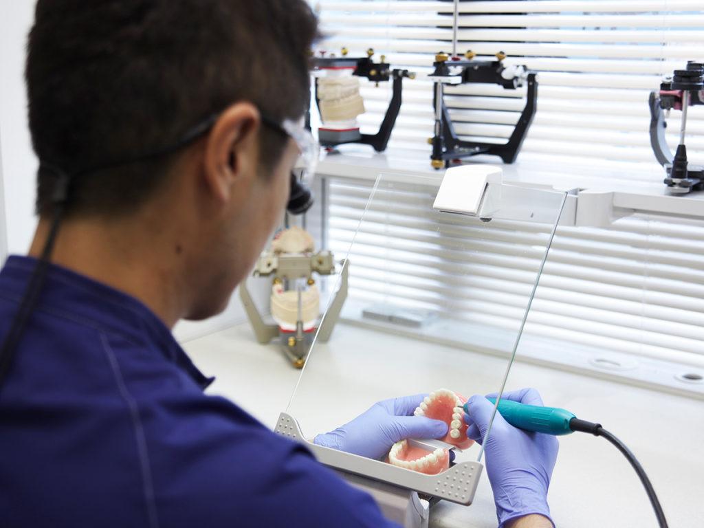 普通の入れ歯と何が違う?「テレスコープ」4つのメリット